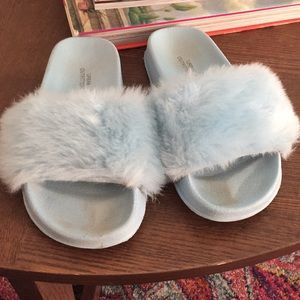 Urban outfitters fluffy slides